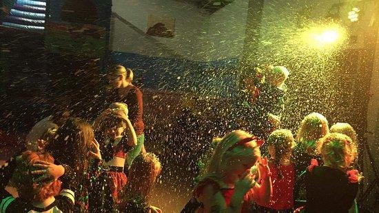 Акфилд, UK: Barney's Playbarn