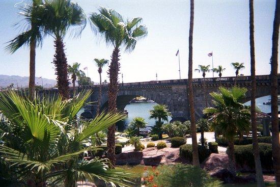 Lake Havasu City, AZ: London Bridge - a tropical oasis in the desert.