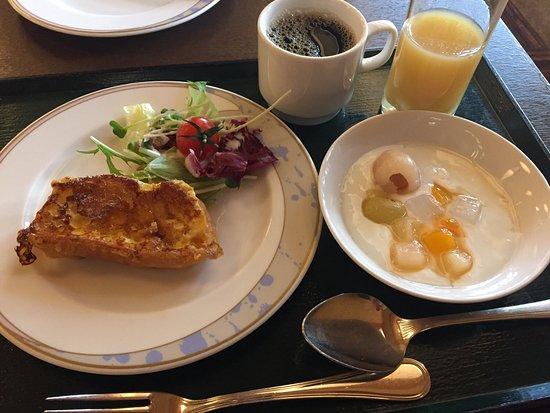 下呂温泉 水明館, 朝食バイキングのフレンチトーストとヨーグルト
