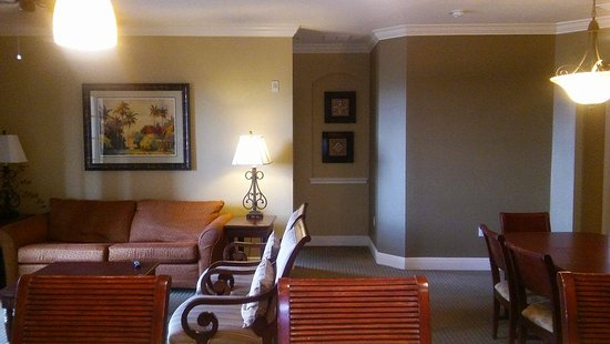 Lighthouse Key Resort and Spa: Living room and dining room combo