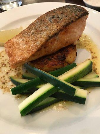 Salt: salmon with potato cake and zucchini