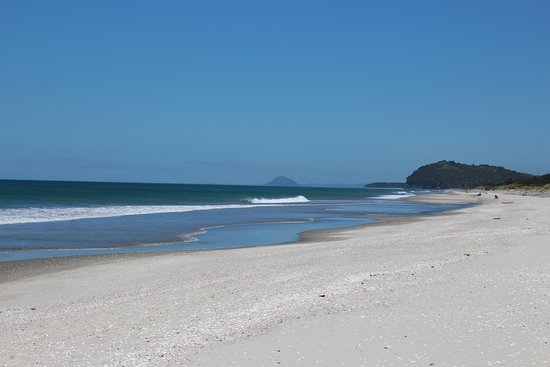 Waihi Beach, Nya Zeeland: Looking south from beach to Bowentown headland