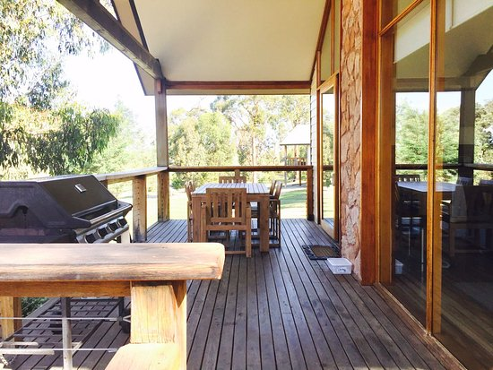 Yering, Australia: Patio with dining table for six people and BBQ