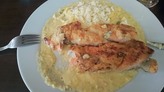 """Sabaneta, Kolombia: La famosa """"Trenza"""" consistente en Róbalo y salmón trenzados"""