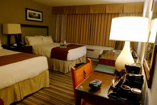 Yavapai Lodge: While maintaining a lodge feel, rooms are well appointed.