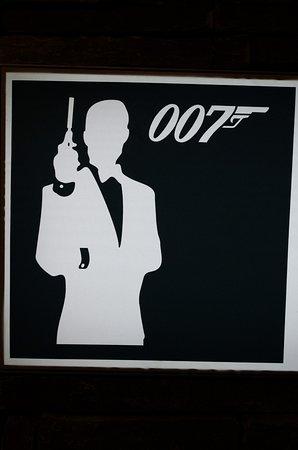 Murren, Suíça: Силуэт агента 007 Джеймса Бонда на Шилтхорне.