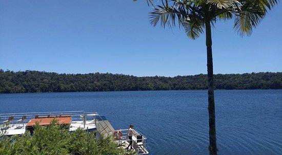 Yungaburra, Australia: 美しいカルデラ湖・レイクバリーン