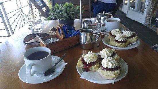 Yungaburra, Australia: 名物のスコーンとお茶