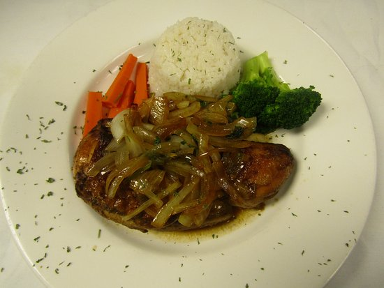 ลินช์บูร์ก, เวอร์จิเนีย: Pollo Asado (roasted oven Chicken w/ sauteed onions, rice & black beans.)