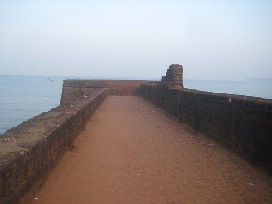 Sinquerim, India: fort