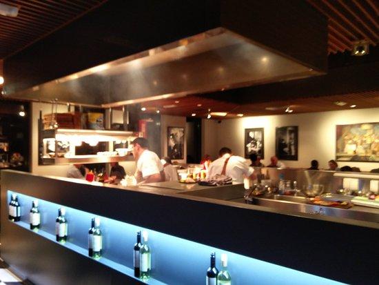 Nijkerk, เนเธอร์แลนด์: Het zicht op de open keuken van Portillo