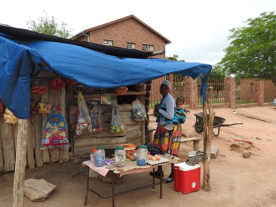Hazyview, South Africa: A village shop