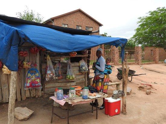 Hazyview, África do Sul: A village shop