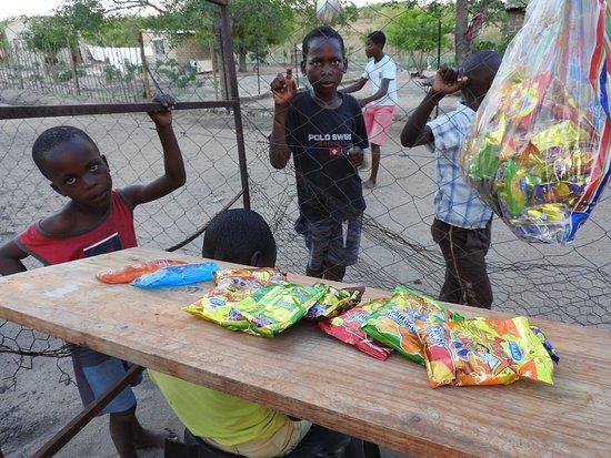 Hazyview, África do Sul: School holiday shop