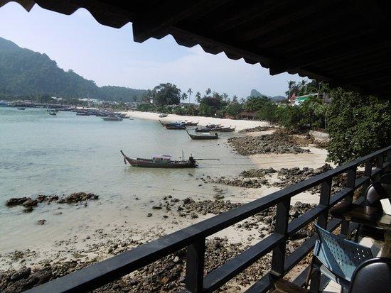 Phi Phi Don Chukit Resort: Vistas desde las mesas