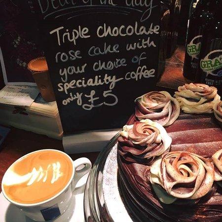 Mapplewell, UK: Sharon's Chocolate Cake