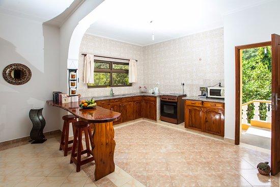 Jardin Marron: Open Kitchen view