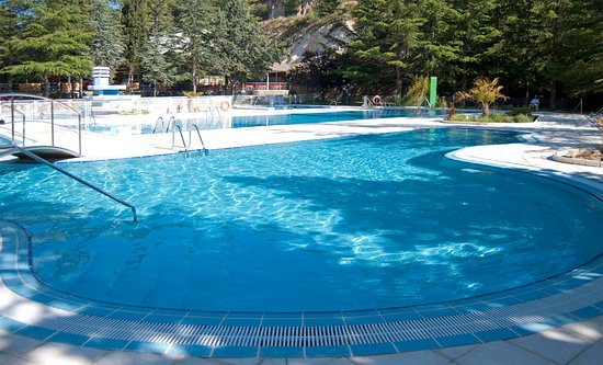 El Espinar, Hiszpania: Piscina de verano a 4 km del hotel