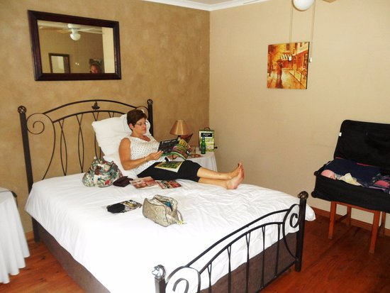 Calitzdorp, Sydafrika: Relaxing in the room.