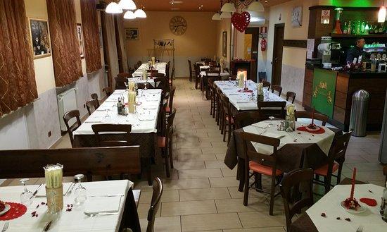 Galliate, Italia: la sala
