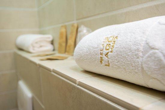 Marta, Italy: Dettagli e accessori del bagno
