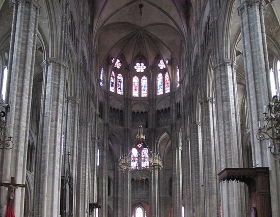 Bourges, France: Interior de la catedral