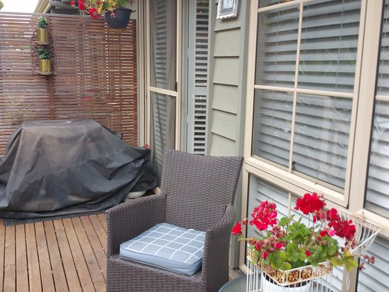 Portarlington, Australia: Front verandah French Connection Studio