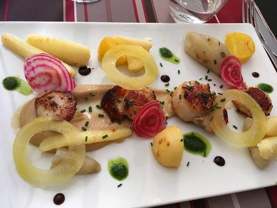 Azur, Frankreich: Saint Jacques et légumes oubliés