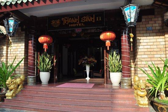 Thanh Binh II Hotel: Крыльцо отеля