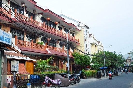Thanh Binh II Hotel: Соседний отель, куда надо ходить на завтраки (шведский стол)