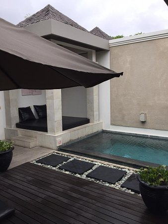 The Seiryu Villas: Pool and Daybed