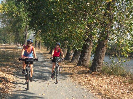 Ave Bicycle Tours - Day Tours: Along Berounka river