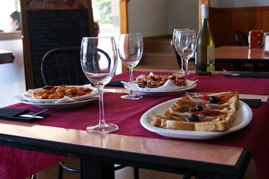 Llinars del Valles, Hiszpania: Torradas y platos combinados según nuestra carta