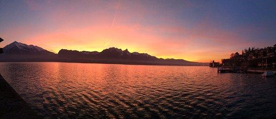 Oberhofen am Thunersee, Schweiz: Aussicht von unserem Tisch