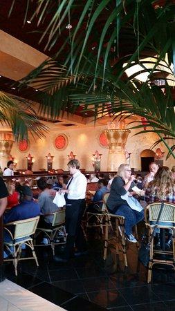 The Cheesecake Factory Newark: The restaurant