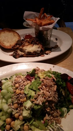 The Cheesecake Factory Newark: Great Hamburger& Salad