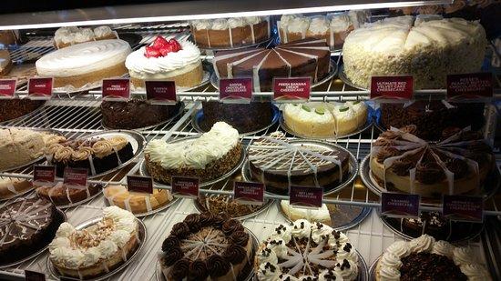 The Cheesecake Factory Newark: Cake's diplay