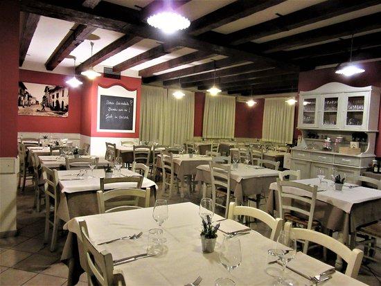 Osteria Pane & Salame : Panoramica della sala principale
