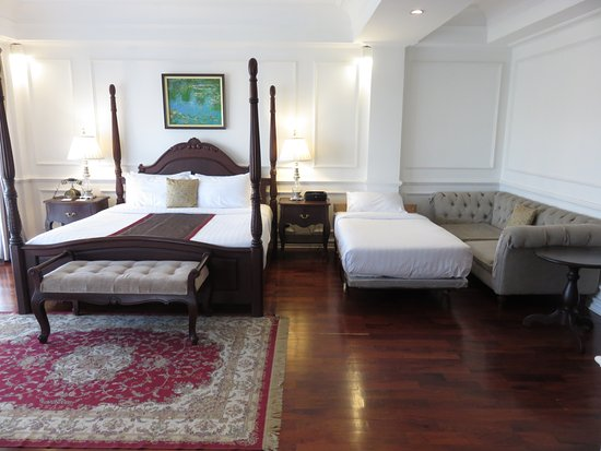 Dhavara Hotel: premier room with extra bed