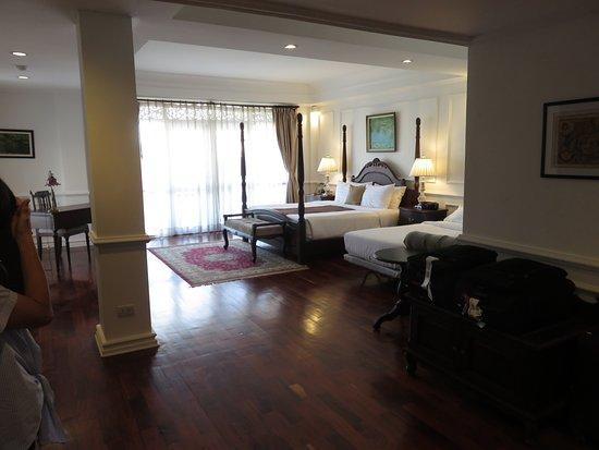 Dhavara Hotel: large premier room 504