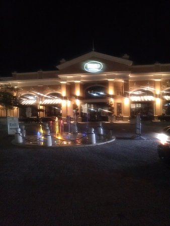Newport, KY: Brio Tuscan Grille at night