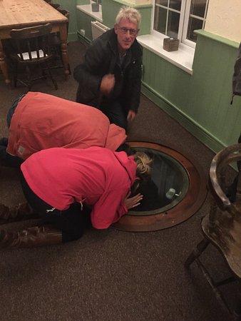 Bridgwater, UK: The Well in the Inn!
