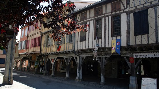 Mirepoix, Frankrike: Casas entramadas