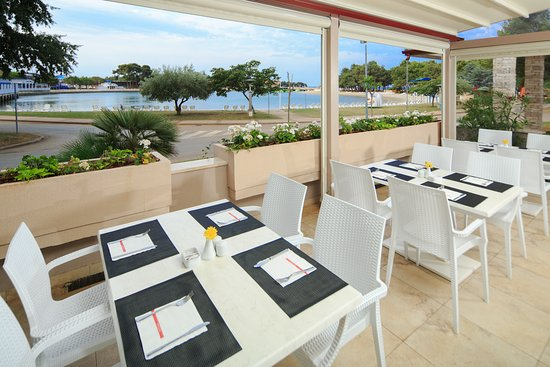 Apartments Sol Stella for Plava Laguna: Restaurant @ Stella Maris Resort