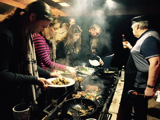 Hogsback, Güney Afrika: Catering for the masses, mongolian grill style.