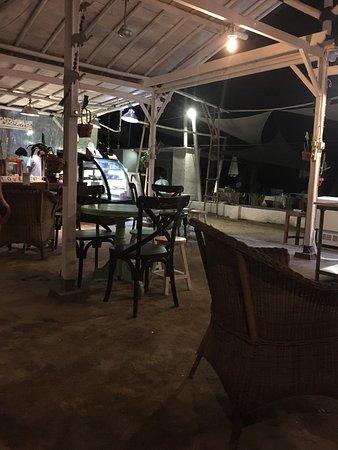 Mirage Sunset Bar : photo3.jpg