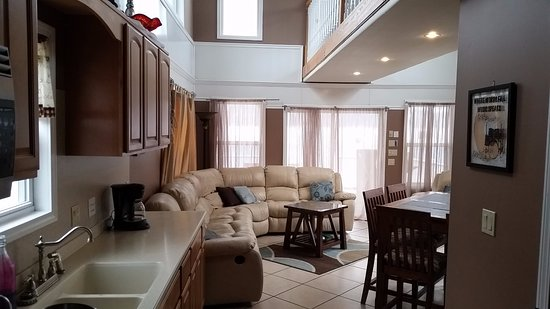 Campbellsville, KY: Living Room and Kitchen in the VIP Cabin