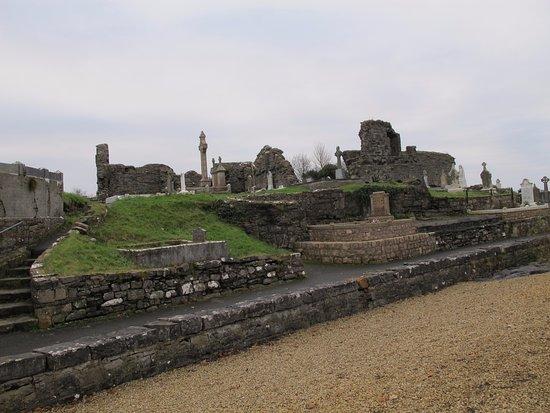 โดเนกัล, ไอร์แลนด์: Restos de la abadía y cementerio