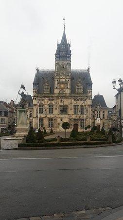 Compiegne, França: Hôtel de ville de Compiègne