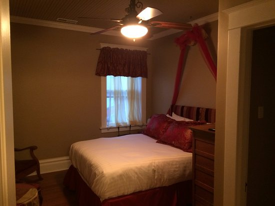 Hermann, MO: Queen room